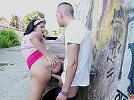 Чувак долбит в анал свою аппетитную подружку и заставляет её кричать от удовольствия 3