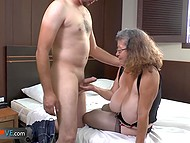 Chubby granny decided to recall her youth and seduced water deliveryman at easy 7