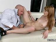 Брутальный фотограф занимается сексом со сногсшибательной моделью после эротической фотосессии 5