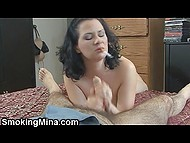 Amateur busty slut can not stop smoking even while she is giving a blowjob 5