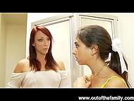 Девочка не умеет сосать члены и мачеха пригласила друга, чтобы преподать ей мастер-класс 4
