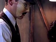 Мужик в маске на пол лица поимел опрятную пиздёнку молодой леди на уличной скамейке 8