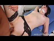 Похотливая дамочка занимается сексом со своим дантистом прямо в его кабинете 10