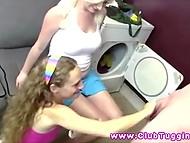 Молоденькие крошки точно знали, что нужно делать с твёрдым концом кучерявого блондина 3