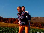 Очередной фотосет был посвящён аграрной тематике, поэтому тёлочка в клетчатой рубашке и партнёр совокуплялись не покладая рук 11