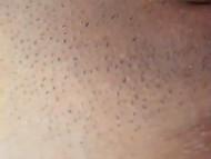Близкое знакомство с татуированной брюнеткой и её киской, которая требует ласки 7