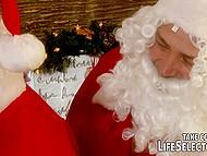 Лучшими подарками для Doris Ivy на Новый год стали твёрдые хуи дедов Морозов 4