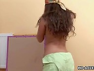 Female painter from Latin America took a break and toyed sissy with vibrator 4