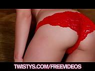 У порно актрисы Charlee Monroe образовалось окно в съёмочном графике и она уделила время гладкой писечке 3