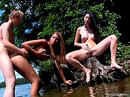 Brunette polish the pearl on the stump watching girlfriend gets fucked by buddy in the river 10