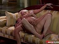 Грудастая супруга бешено трахается с муженьком и не догадывается, что горничная установила в комнате камеру 8