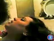 Мужчина пополнил частную видео коллекцию, засняв себя в постели с любимой арабской женой 8