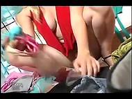 Подборка сцен с шаловливыми девчатами, не стесняющихся светить прелестями на улице 6
