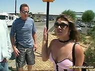 Дружбаны, путешествующие на трейлере, подобрали автостопщицу и натрусили ей всей компашкой 5