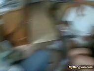 Дружбаны, путешествующие на трейлере, подобрали автостопщицу и натрусили ей всей компашкой 6