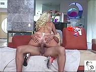 Бабища с неимоверными шарами Kayla Kleevage устала блядствовать и осела на тёмной балде 5
