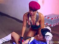 Потрясающий косплей в исполнении лесбияночек, одетых в костюмы персонажей из известной видео игры 5
