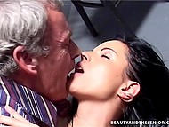 Convicted chick had to give blowjob and spread legs to pay older attorney's services 9