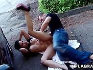 Чувак подцепил шикарную азиатку с огромными бидонами и трахнулся с ней в публичном месте 10