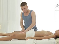 Teenage colleen is not able to resist the charm of experienced masseur and spreads in her legs 7