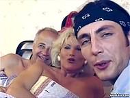 Ведущий немецкой передачи про секс нагрянул с визитом к зрелой парочке, чтобы подкинуть дровишек в их огонь любви 3