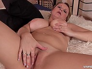 Big-boobied madame laid down on the fluffy coverlet and rubbed crack with vibrator 6