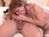 Похотливая бабулька решила вспомнить какого это заниматься сексом и пригласила своего молодого соседа 9