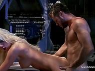 На космическом корабле четыре члена экипажа и им приходится трахаться между собой 10