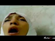 Чел с камерой имел титькастую мусульманку в белом хиджабе и пытался запечатлеть её эмоции 8