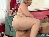 Лишний вес белокурой дамочки не отпугнул извращённого самца, которому не терпелось унять стояк 9