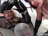 Девушки заставляют своего раба лизать им киски и трахать, при этом пошлёпывая его 9
