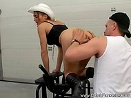 Тренер по фитнесу трахнул непослушную клиентку, потому что она вынесла ему мозг 7