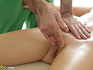 Female visitor was pleased with masseur who brought not only hands but also penis into play 4