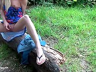 Platinum blonde with sunglasses came to the park and appeased smooth sissy with fingers and small vibrator 4