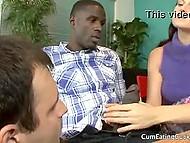 Бесхребетный муж готов был пососать большой чёрный хуй, лишь бы увидеть на нём свою блудливую супругу 5
