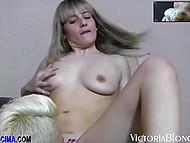 Порочные лесбиянки мучают дырочки секс-игрушками и трахаются в позе ножницы 3