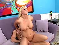 Лысик снял классную блондиночку, которую жёстко отъебал и обкончал ей все сиськи 7
