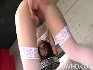 Эротический наряд красавицы привлёк сразу двух мужчин, которые поимели и осеменили её киску 9