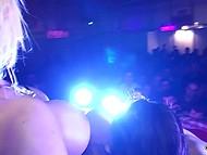 Опытная дама зажигает на пару с молоденькой лесбиянкой на глазах у любопытных зрителей 11