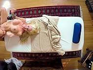 Татуированная клиентка с мясистыми дойками сильно возбудилась и захотела горячего хуйца массажиста 9