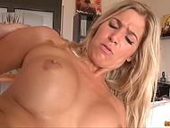 Замечательная блондинка с мясистой задницей получила хуец в анал и свежей спермы на огромные дойки 9