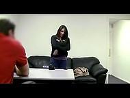 Решившая стать порно актрисой девушка позволила агенту трахнуть и осеменить себя 3