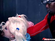 Dangerous beauty Harley Quinn cheats on Joker with Deadshot and his huge black cock makes her moan loudly 5