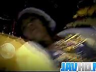 Мужички совали концы в мохнатку японки, но только их пальцы заставили её пустить сок 11