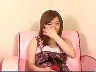 Симпатяжка демонстрирует, благодаря чему она стала известной порно актрисой - отличную грудь и волосатую киску 7