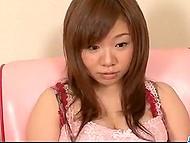 Симпатяжка демонстрирует, благодаря чему она стала известной порно актрисой - отличную грудь и волосатую киску 8
