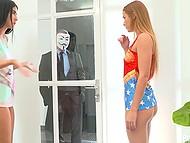 Молодые девчонки развлекались полизывая друг другу киски, как появился парень в маске и дал им попробовать свой член 6