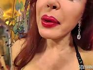 Рыжеволосая порнозвезда Sexy Vanessa оголила гигантские буфера и схватилась за прозрачный дилдо 11