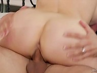 Well-figured MILF has a deal with robber: he makes her cum and can be free after that 4
