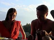 Славные парни заманили россиянку Anna Taylor на природу и оприходовали в лодке 4